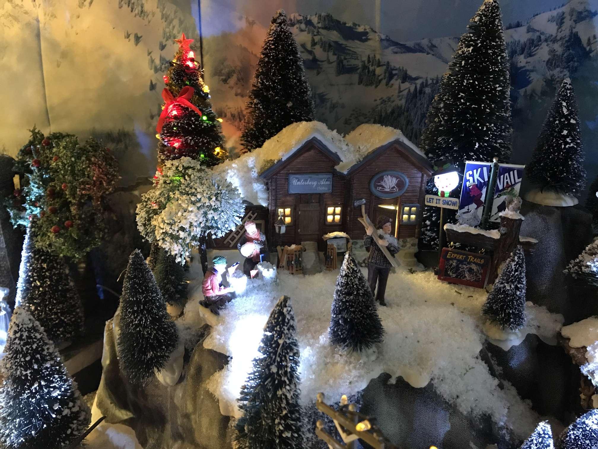 Witte Kerst Huis : De bouw van het kerst dorp familie van pinxteren